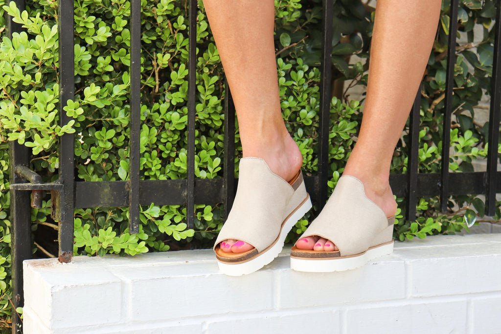 Glad Lee Light Grey Leather Wedge