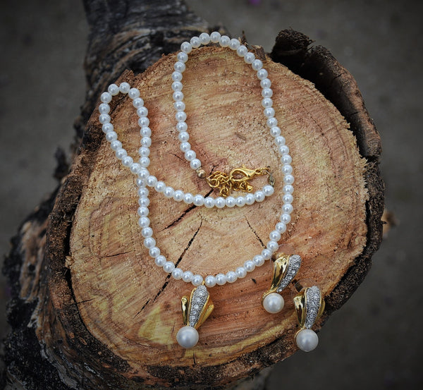 Pearls & Gold Necklace/Earrings
