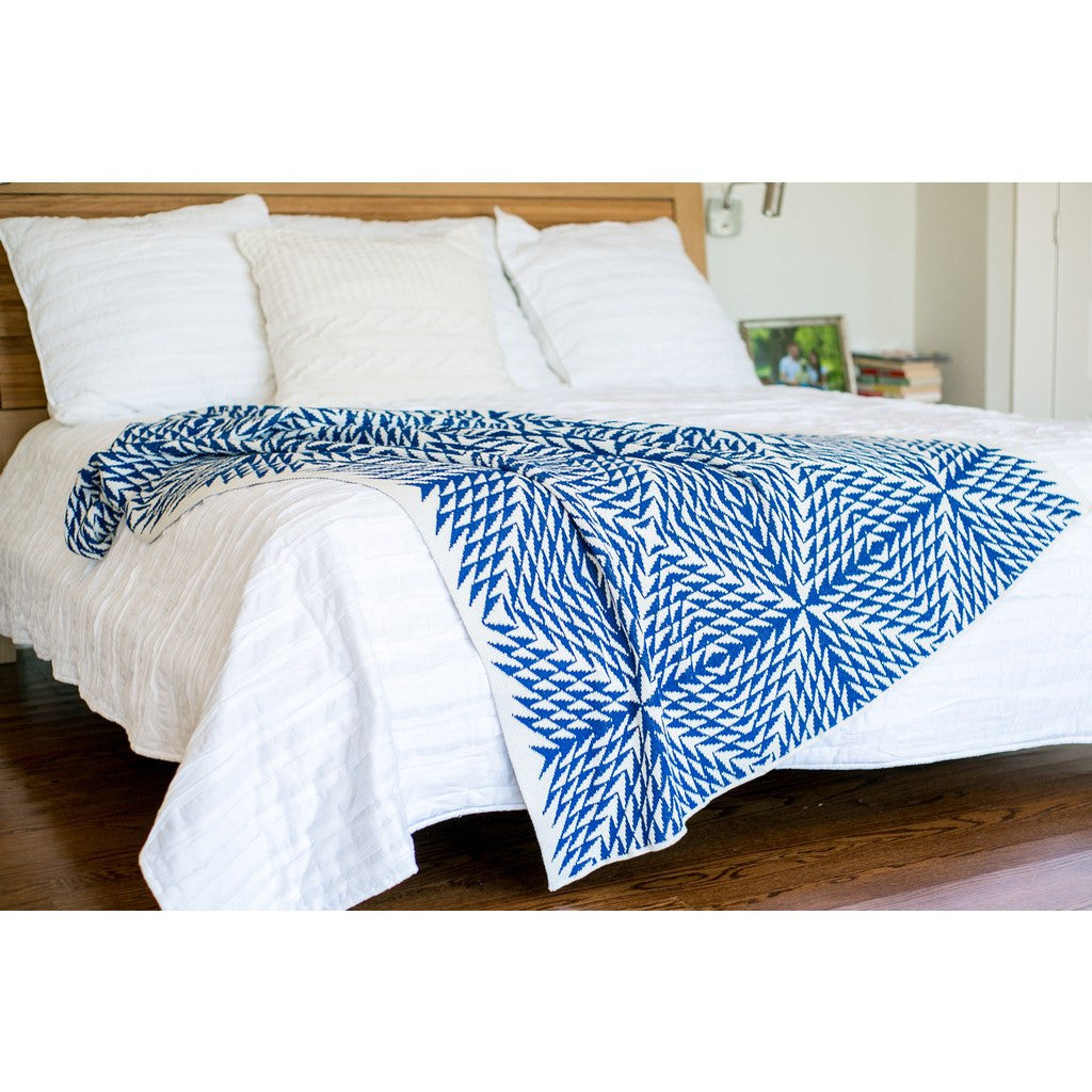 in2green Spikes All Over Eco Throw | Cobalt BL01SPKA2