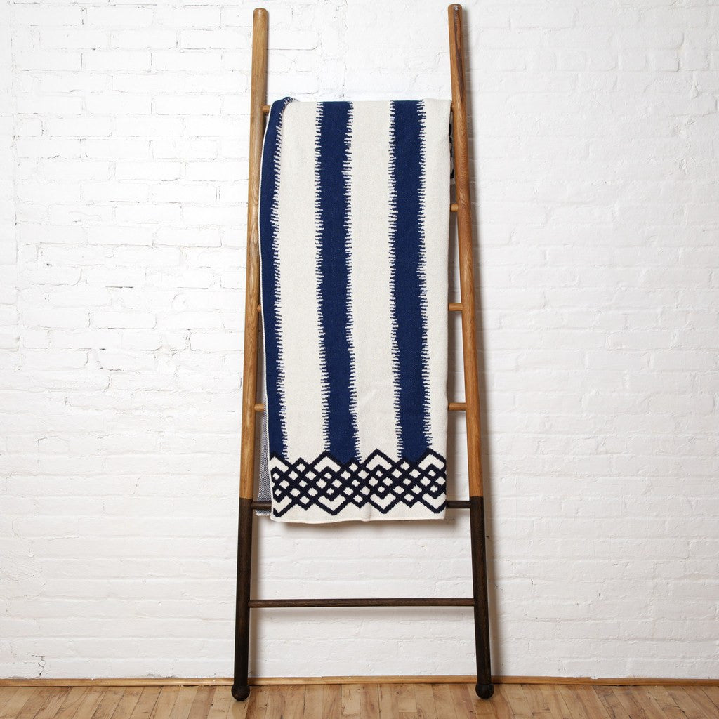 in2green Feathered Stripe Eco Throw | Cobalt/Marine BL01FS6