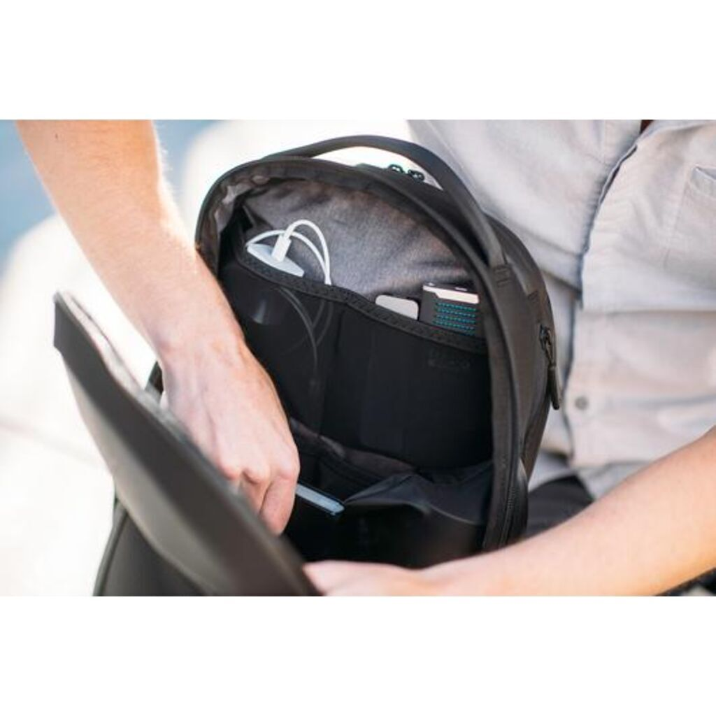 Nomatic Navigator Backpack 15L | Black