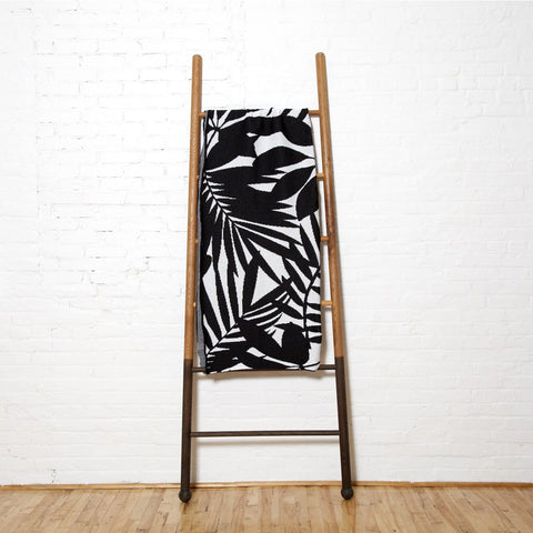 in2green Flora Poly Eco Throw | Noir/White POLY-FL03