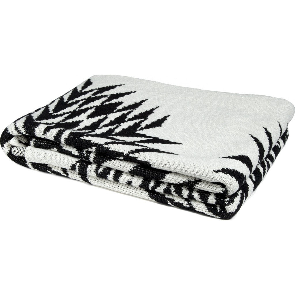 in2green Spikes Eco Throw | Black BL01SPK4