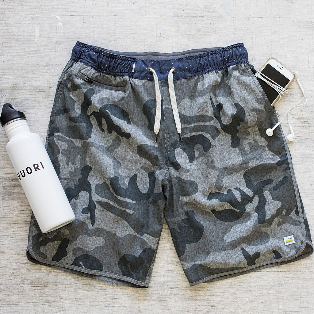 Vuori Banks Shorts | Grey Camo V315