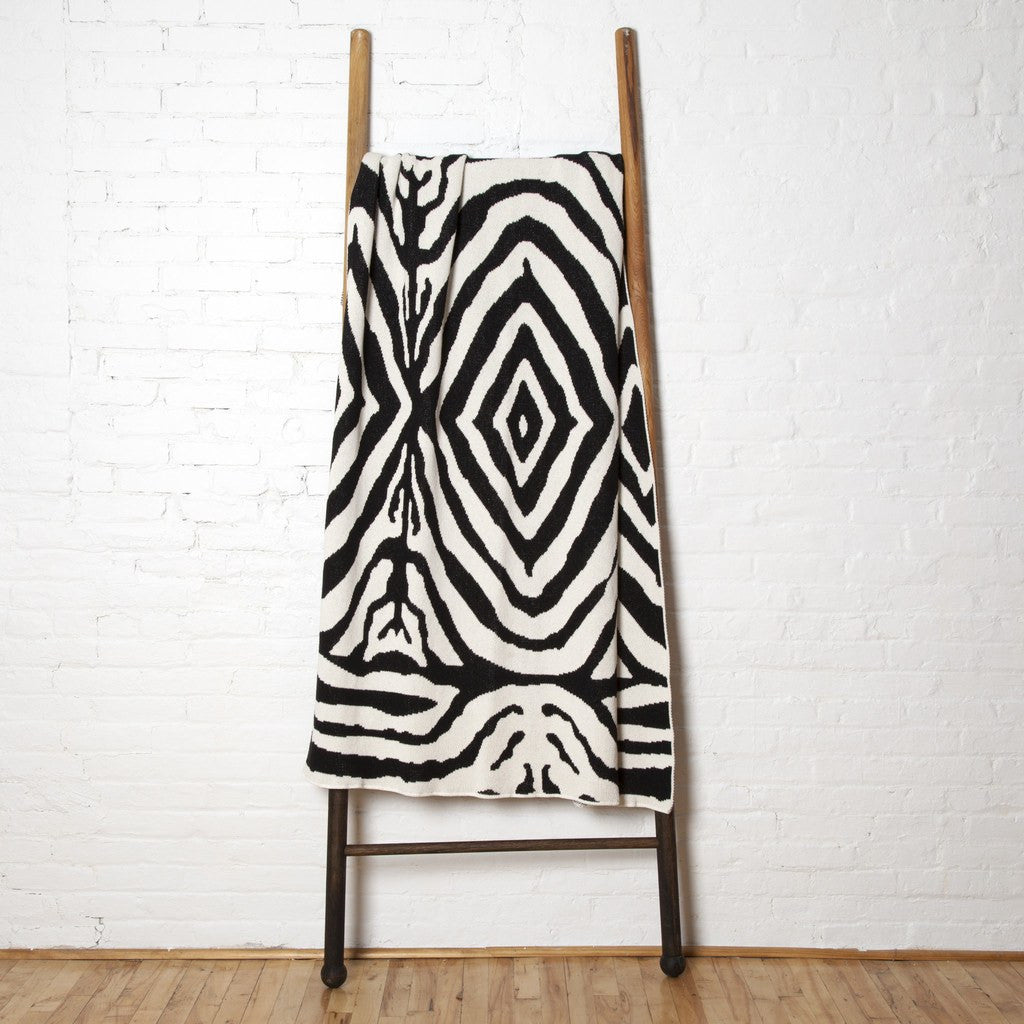 in2green Zebra Eco Throw | Milk/Black BL01ZE4
