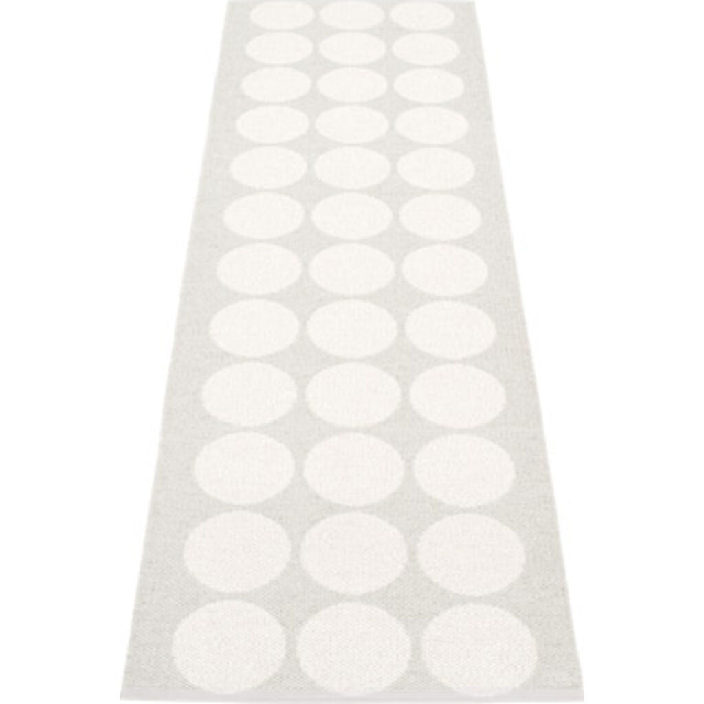 Pappelina Hugo Woven Plastic Washable Rug With Double Folded Hemmed Edge