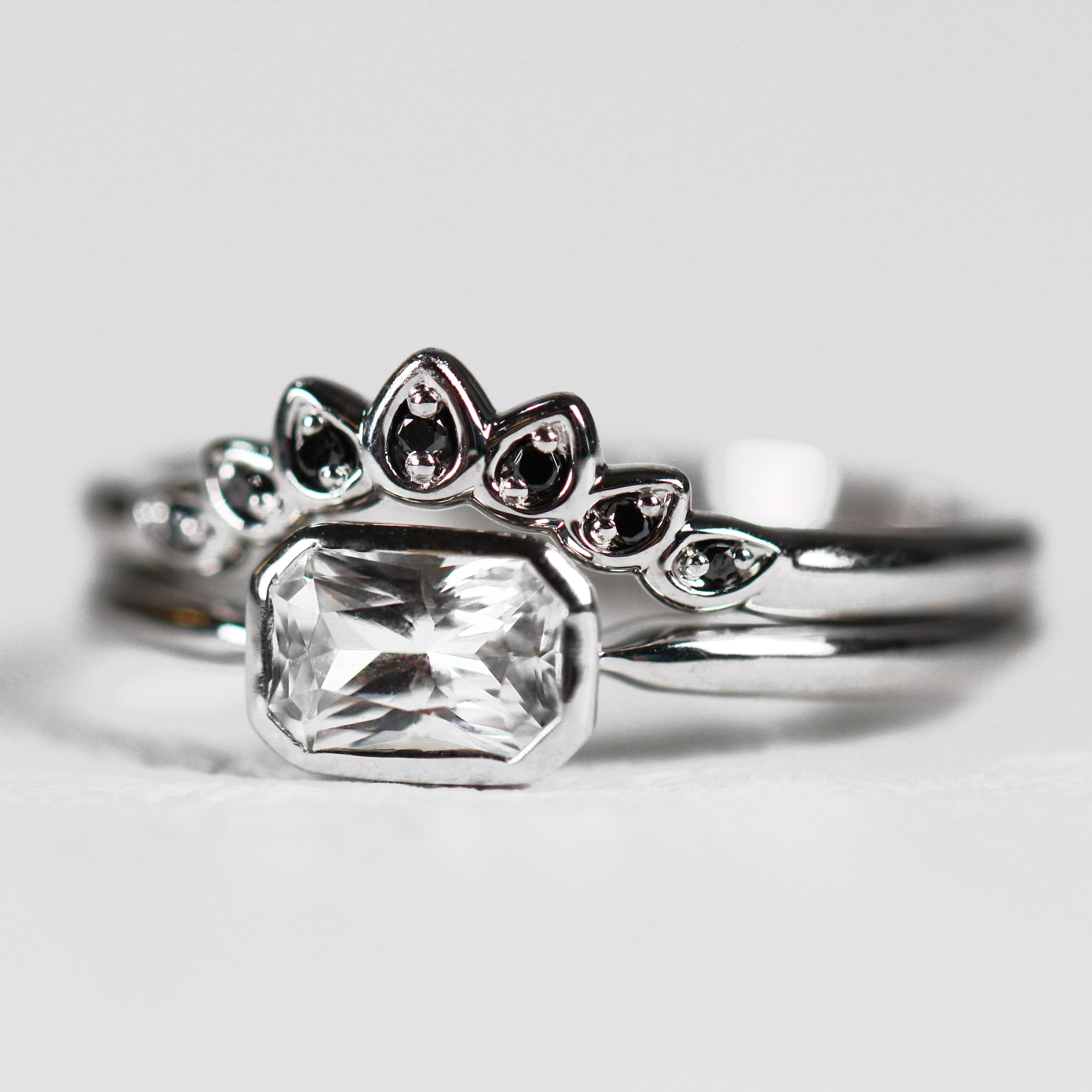Fauna - Curved antique style diamond band