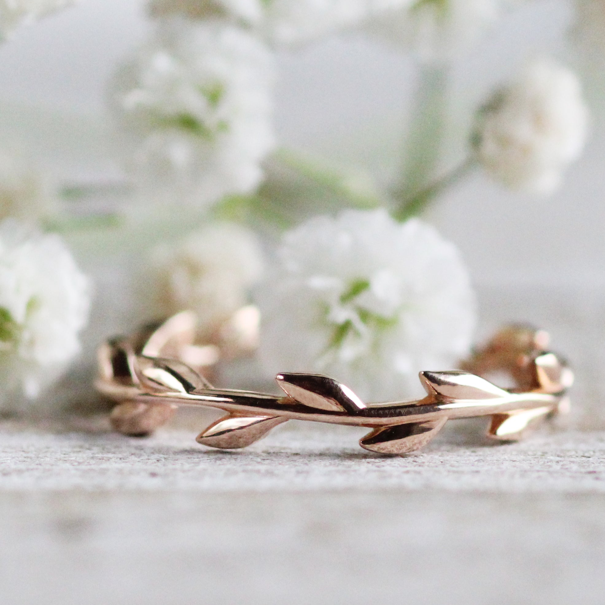 Foliage - Wedding Stacking Band in Your Choice of 14K Gold - Celestial Diamonds ® by Midwinter Co.