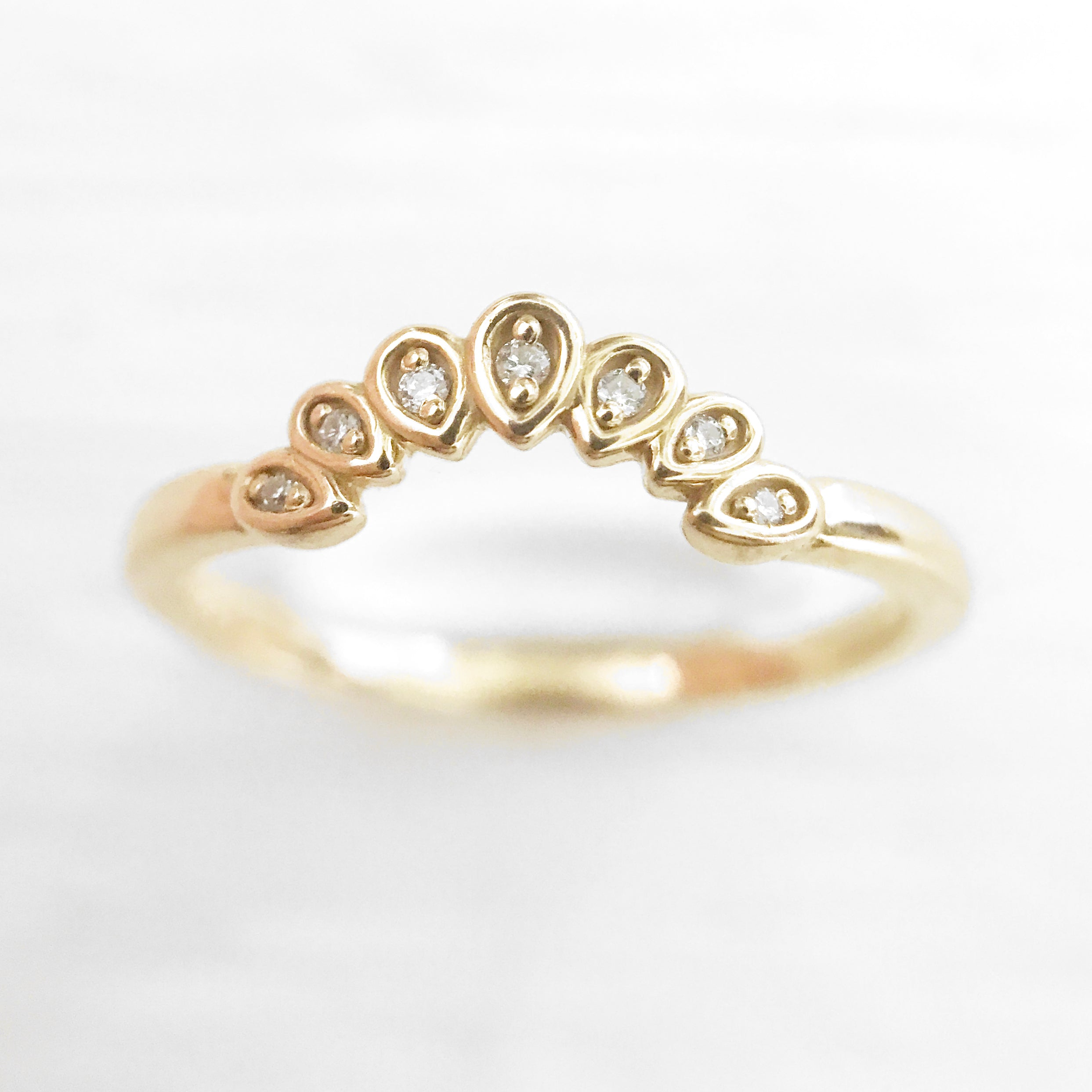 Flora - Curved antique style diamond band - Celestial Diamonds ® by Midwinter Co.