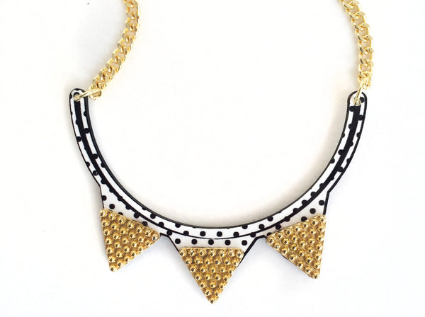 "The ""Retro Noir"" necklace"