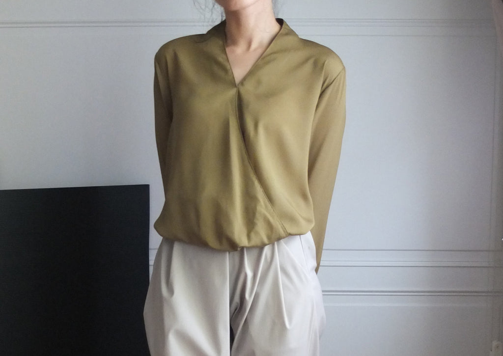 Merino blouse-sold out