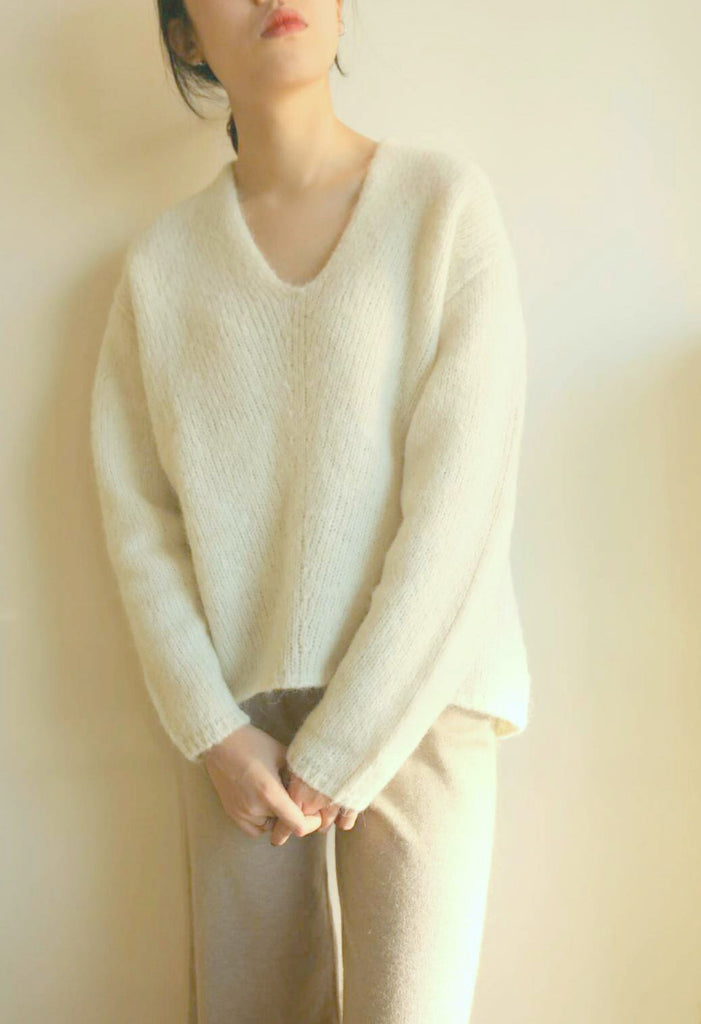 creme sweater-sold out