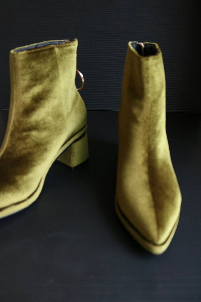 velour boots-sold out