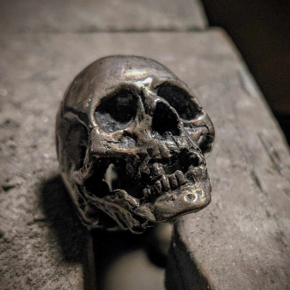 Decayed Skull Ring