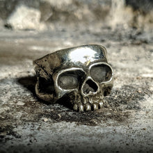 Load image into Gallery viewer, The Prince Skull Ring