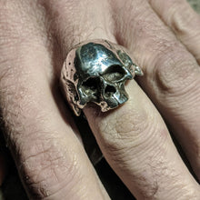 Load image into Gallery viewer, Roller Skull Ring