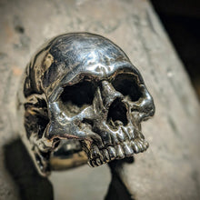 Load image into Gallery viewer, Heavy Metal Skull Ring