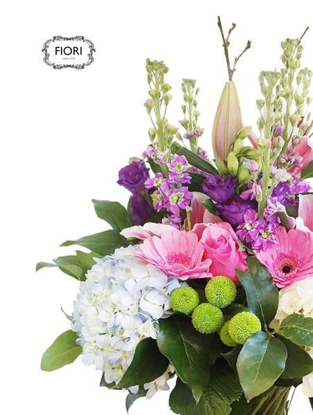 Glen Abbey Flowers in Oakville, ON, offers FREE SAME-DAY hand delivery for fresh, elegant & affordable arrangements& gift baskets!