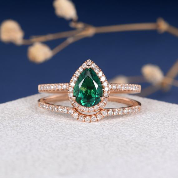 18K Lab Emerald Bridal Set Pear Shaped Engagement Ring Natural Diamond Stacking Minimalist Wedding Band Curved Wedding Band Women Custom 2pcs DJ528