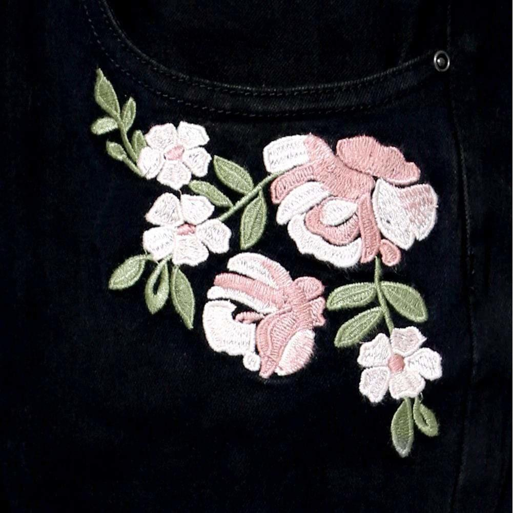 Posh Shoppe: Plus Size Mid Rise Cropped Skinny Jeans with Embroidery, Black Bottoms