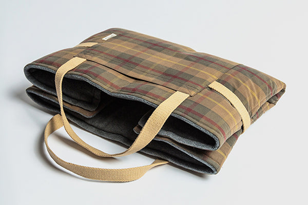 TRAVEL BED WAXED TARTAN - Lavish Tails