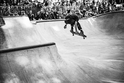 Skateboarder_Riding_in_Bowl