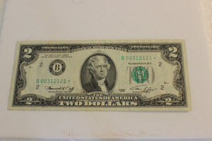 1976 U.S. $2.00, U.S. Government, Star Note, Fed. Res. Note Top Edge Tear, VF