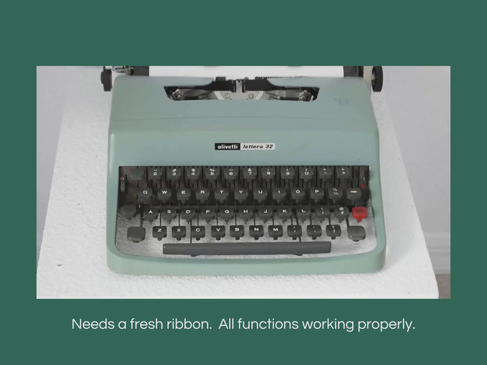 1971 Olivetti Lettera 32 Portable Typewriter w Case Turquoise Blue CLEAN Barcelona Spain - Premier Estate Gallery 4