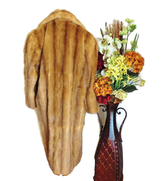 Estate Fendi Mink Fur Coat Luxurious Designer Fur Vintage - Premier Estate Gallery  - 4
