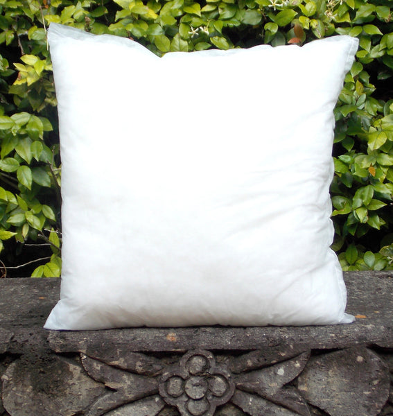 "INS 18P 18"" x 18"" Poly-Filled Pillow Insert"