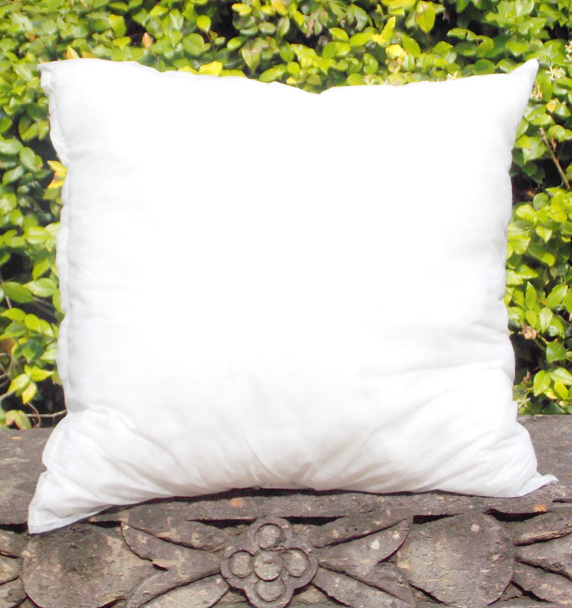 "INS 24P 24"" x 24"" Poly-Filled Pillow Insert"