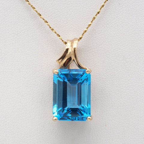 Stunning 14K Gold Blue Topaz Necklace
