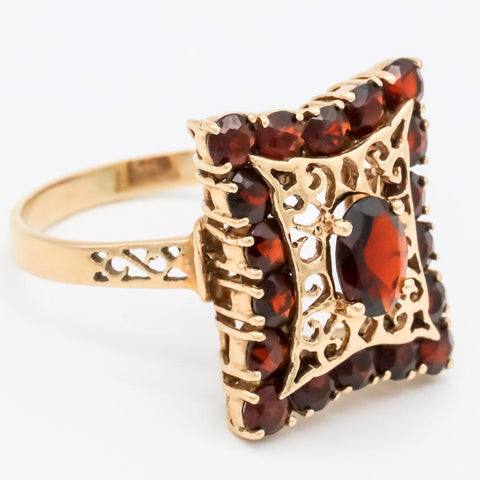 Vintage Boho-chic 14K Gold Garnet Cocktail Ring - Size 10