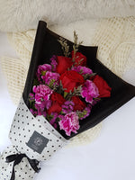 Selena - 6 Stems Ecuadorian Roses with Carnations