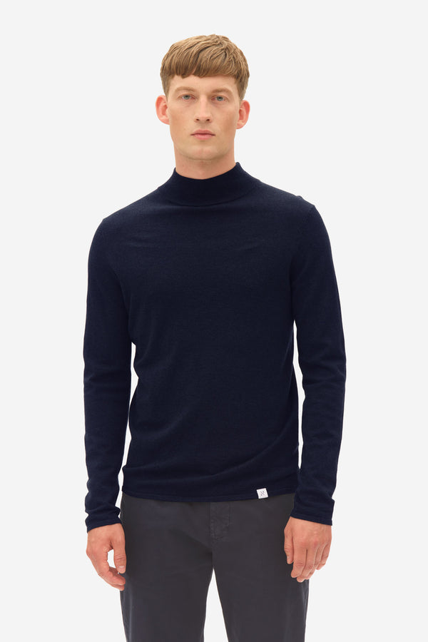 Turtle Neck sky captain