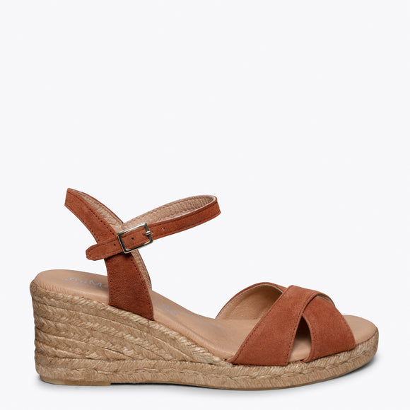 CALPE – BROWN JUTE STRAP SANDAL WEDGE