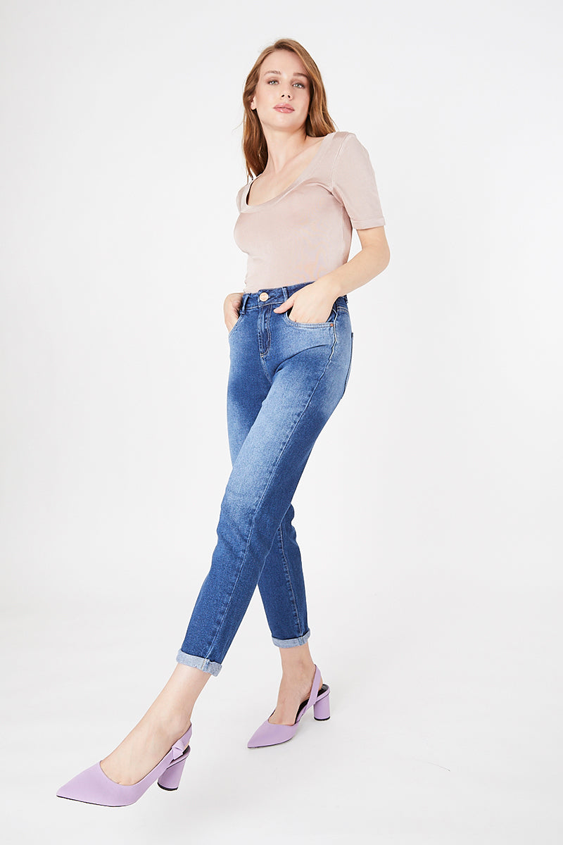 MOM JEANS · FASHION · 3572