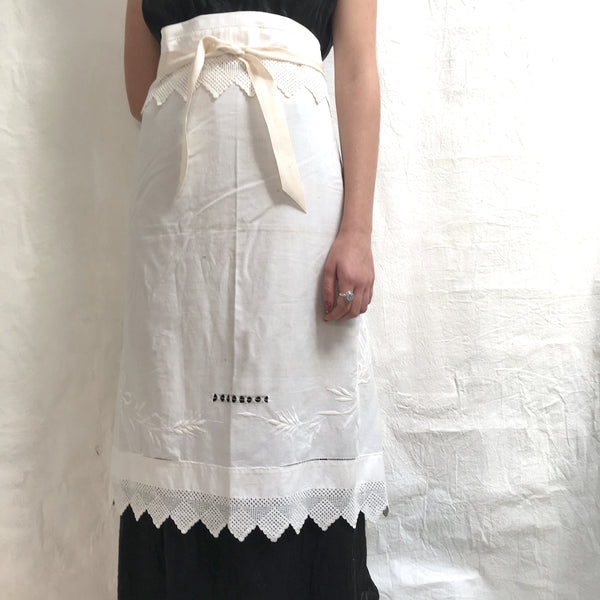 vintage tablecloth bistro aprons