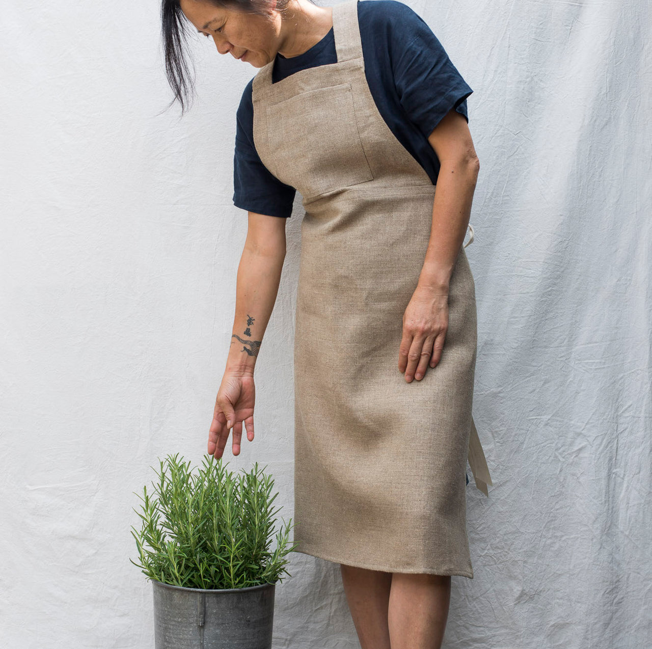 full linen apron (dark)