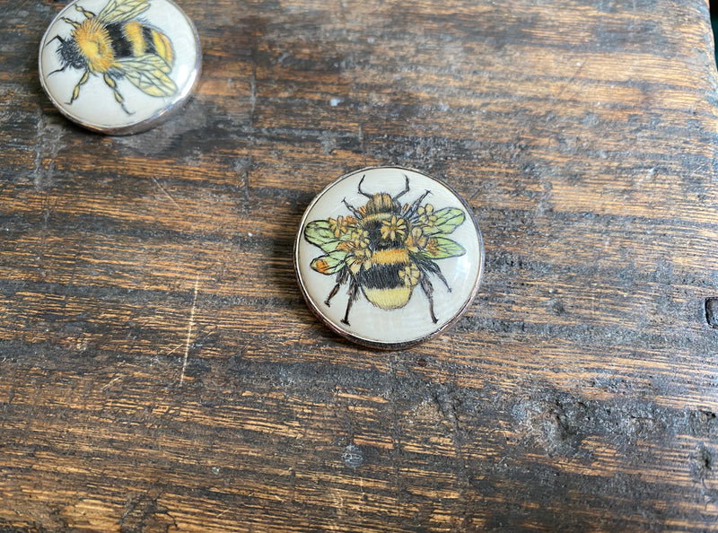 Scrimshaw Floral Bee Pin/ Pendant