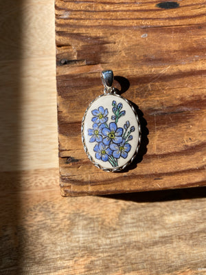 Scrimshaw Forget Me Not Flowers Pendant