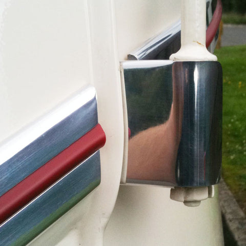 Split bus hinge covers