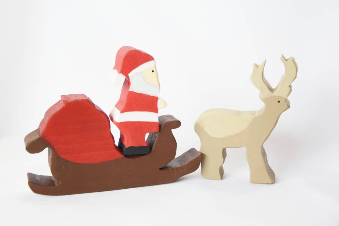 Santa sleigh with raindeer