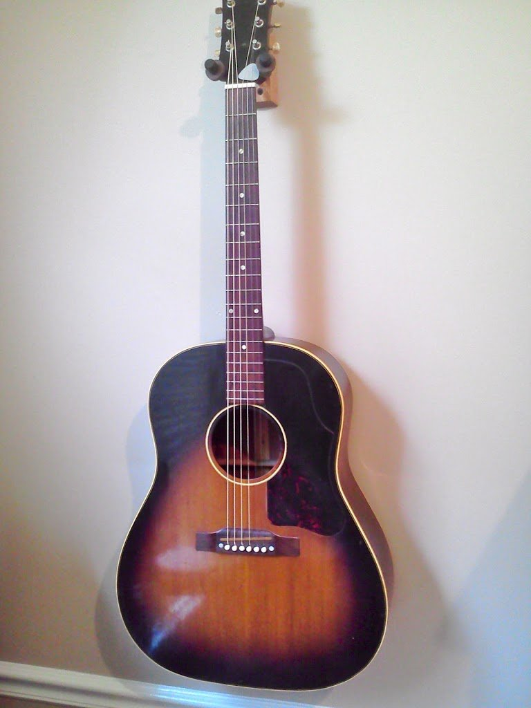 Just a good, southern late 50s Gibson J-45.. and a quick video of my 1964 Gibson B-25