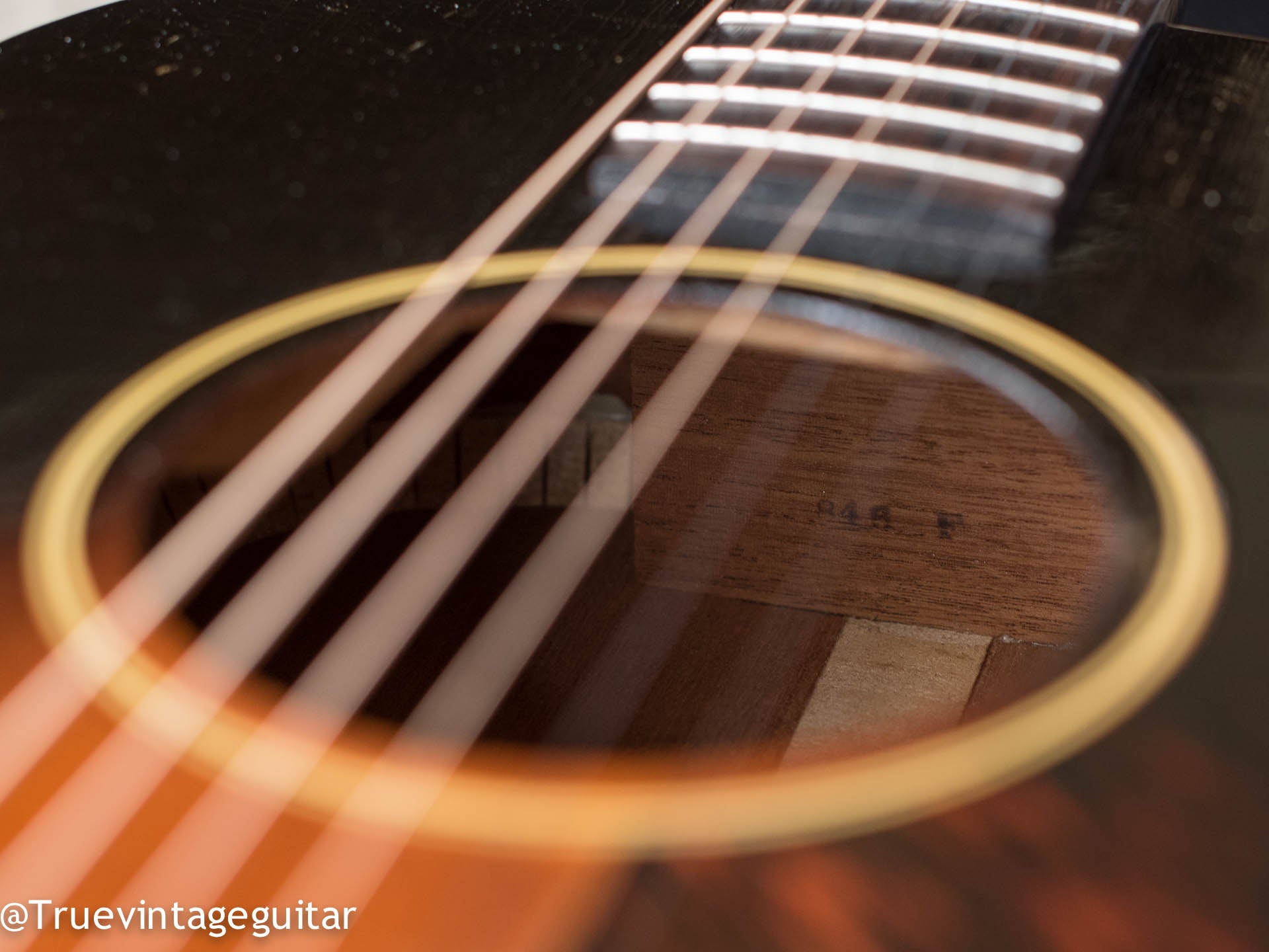 How to date vintage Gibson guitar, where to sell Gibson guitar