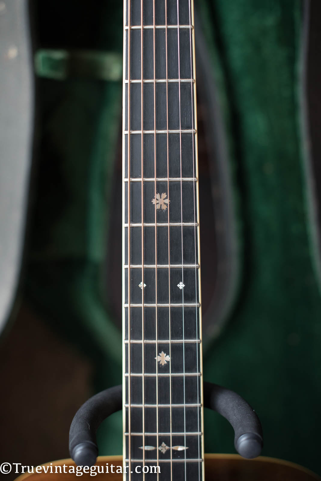 Snowflake fretboard markers inlay, Vintage 1941 Martin 000-42 acoustic guitar