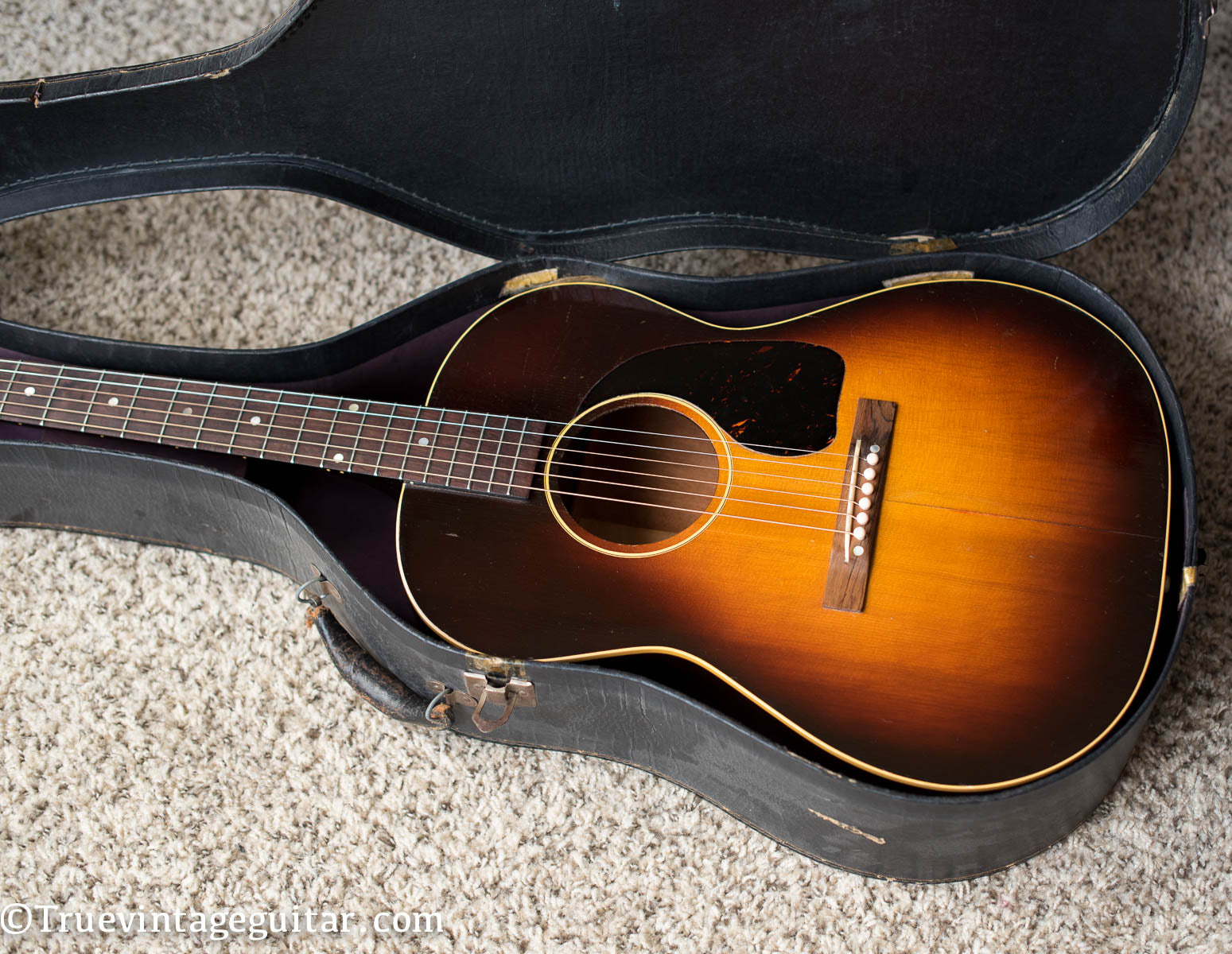 Gibson small body acoustic guitar 1946 LG-2