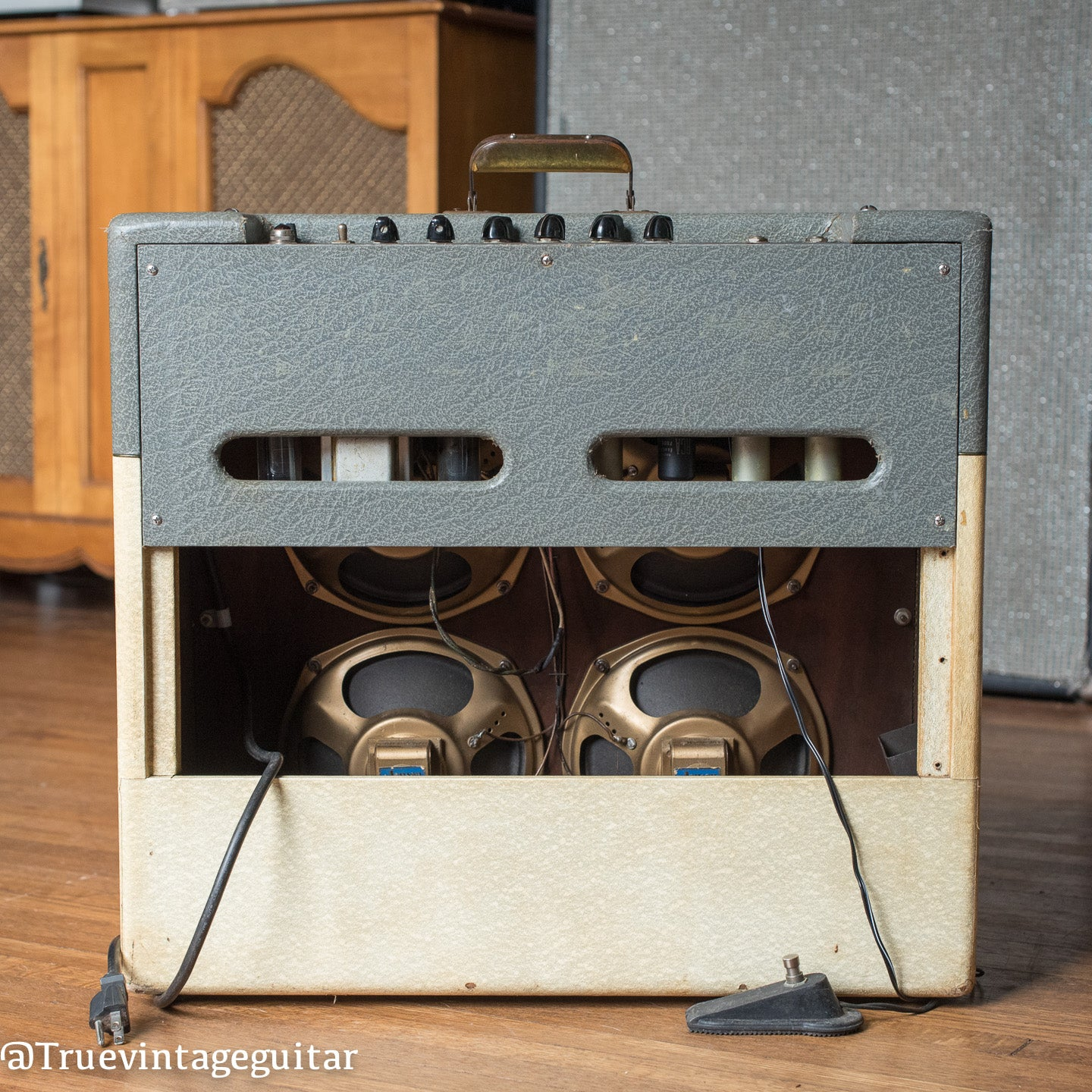 1950s Gibson amp four speakers