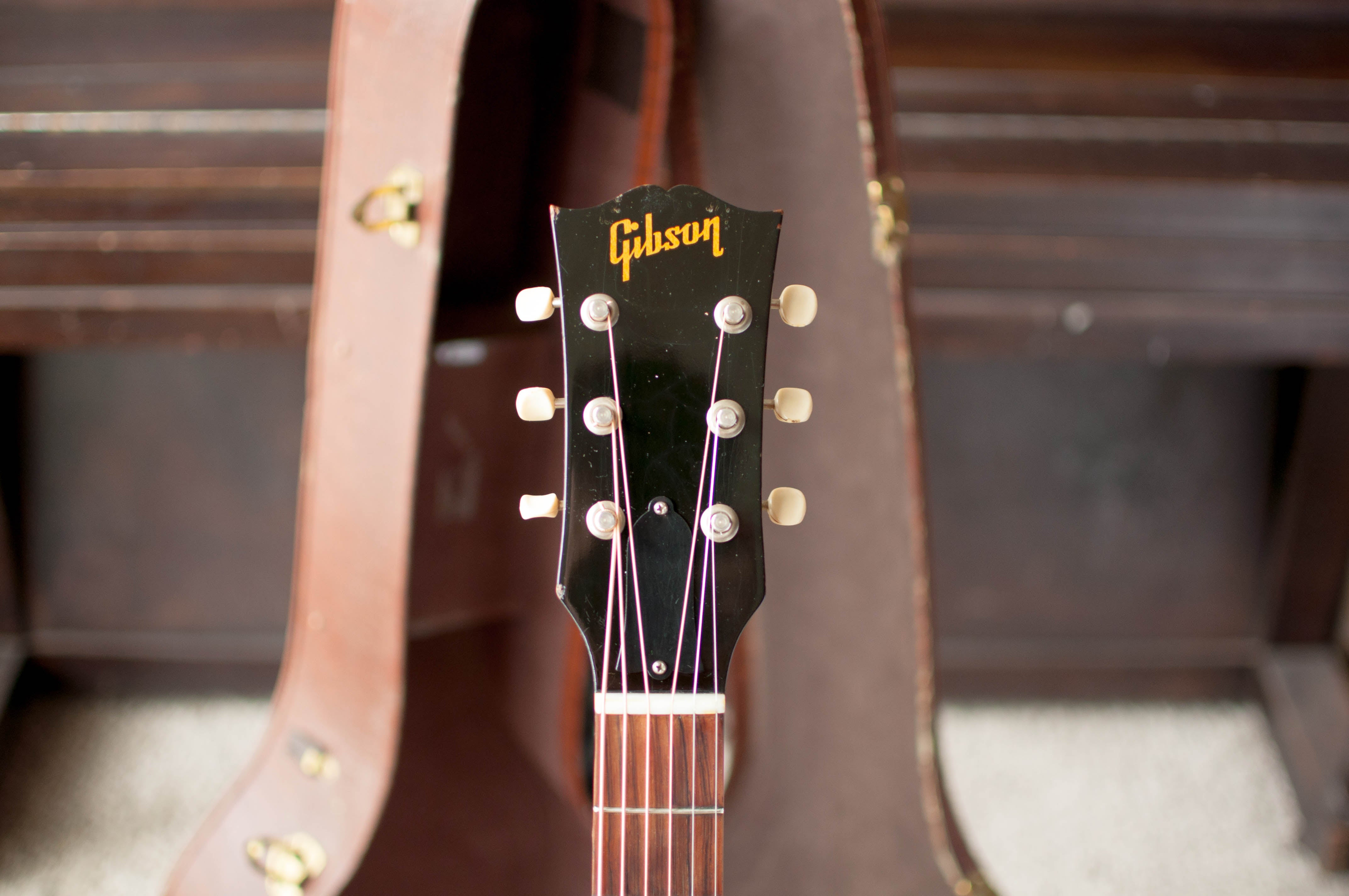 Gibson guitar headstock 1950s