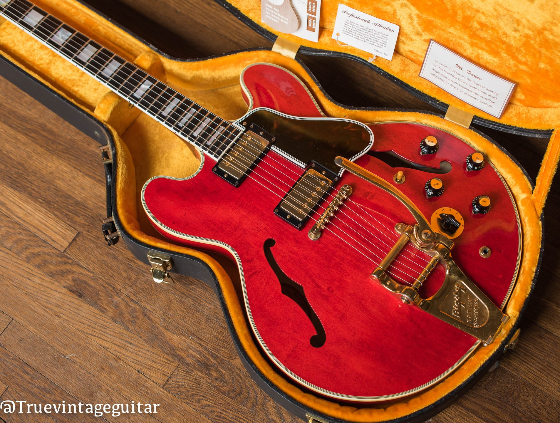 Vintage 1960 Gibson ES-355 red guitar yellow case